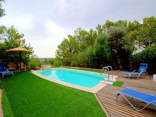 Casa con piscina en entorno natural