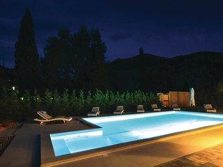 4 bedroom Villa in Zakucac, Splitsko-Dalmatinska Zupanija, Croatia : ref 5571468