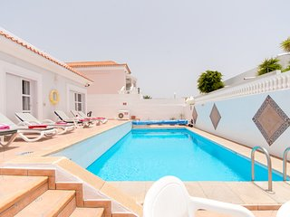 Tranquil 4 Bedroom Villa. Private Heated Pool. Callao Salvaje. Sleeps4. FreeWiFi