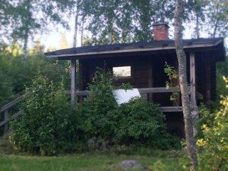 Lakeside grandma's cottage with boat and shared sauna