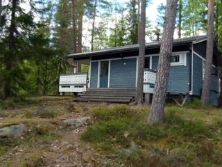 2018 renovated cottage by lake, easy sauna and boat