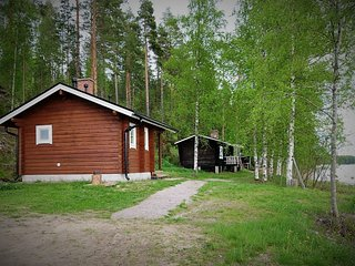 Rentola, Cosy lakeside hideaway with Finnish sauna