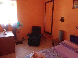 Gaia b&b - Camera Melograno - Letto alla francese con bagno privato doccia-sauna