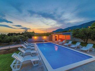 4 bedroom Villa in Kastel Kambelovac, Croatia - 5583435