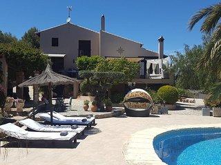 Luxury 6 Bedroom Country Villa in Pedreguer