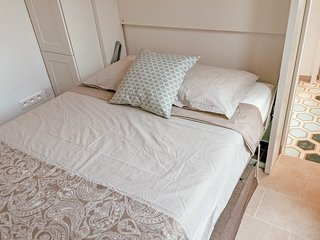 Cozy Montmartre Studio * 2 FREE RIVER CRUISES* Walk to Sacre Coeur _ FREE WIFI