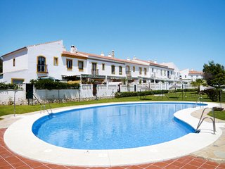 3 bedroom Villa with Air Con, WiFi and Walk to Beach & Shops - 5646442
