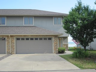Lake Puckaway Getaway - Immaculate lakefront 2-story condo on lake