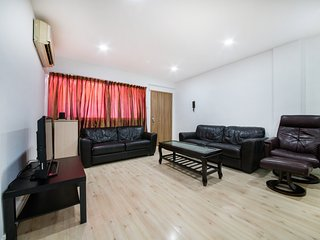 Orchard Road 2 bedroom apartment 2-6pax