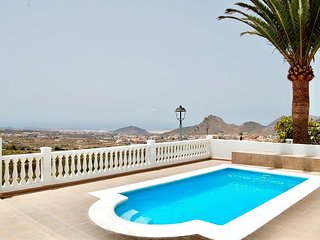 VILLA W. BREATHTAKING OCEAN VIEW! WIFI, SAT. TV, PRIVATE HEATED POOL AND BBQ!!!