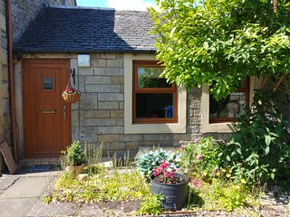 Stirling cotttage with character, five minute walk from the Bannockburn centre