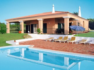 3 bedroom Villa in Alcantarilha, Faro, Portugal : ref 5646884