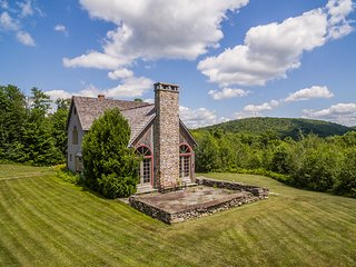 Perfect Vermont Summer Get Away with Mountain Views. Sleeps 16