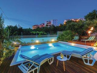 2 bedroom Apartment in Okrug Gornji, Croatia - 5562330