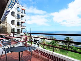 Ocean View: T2 apartment by the sea with swimming pool in Estoril