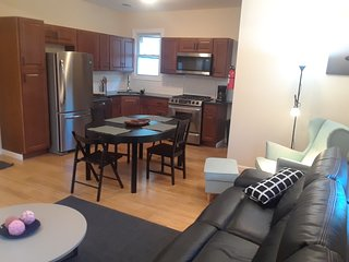 Perfect for those who want to view NYC! Near the train station and the Newark Ai