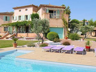 Golf holidays in South France, apartment on golf course with pool sleeps 4
