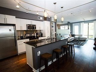 LOFT-style condo, Oaklawn - minutes from Uptown/Downtown