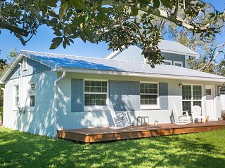 Entire house and yard, walking distance to the beach!
