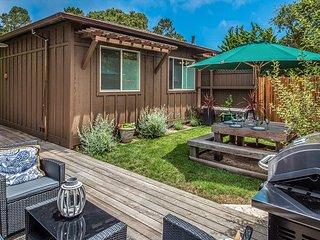 3768 Belle Folie - Sunny Garden House in Quiet, Friendly Carmel Neighborhood