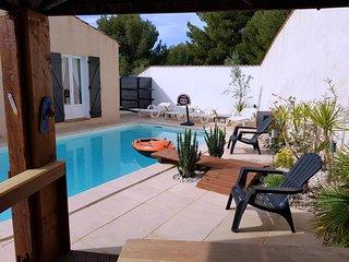 Villa 130 m² au calme avec Piscine et Jardin Privé. Plage / Centre ville à 800 m