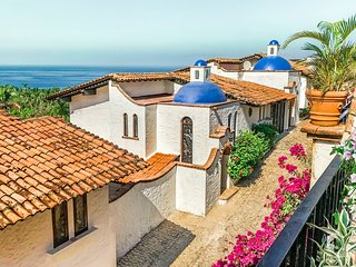 Historic Garza Blanca Villa: Private Pool, Breathtaking Views, Steps to Ocean