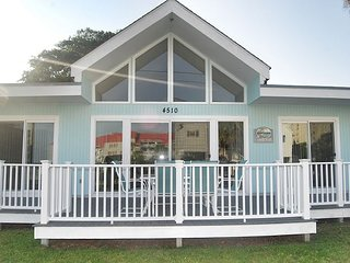 NEW TO RENTAL! 3RD ROW, 3 BEDROOM HOUSE WITH LARGE FRONT PORCH AND OCEAN VIEW