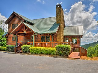 Superb 'Sunset Lodge' w/ Deck & Mountain Views!
