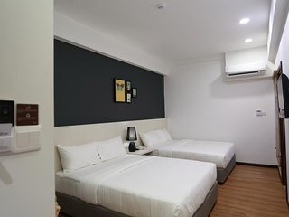 De House Hotel (Family Suite 1)