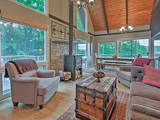 Conway Area Chalet w/ Mountain Views & Fire Pit!
