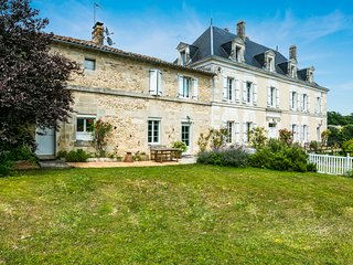 4 bedroom Chateau in Saint-Saturnin, Nouvelle-Aquitaine, France - 5480501