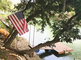 Amazing Cabin sleeps 10 right on Guadalupe River!!