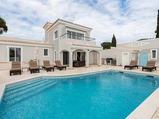 4 bedroom Villa in Vale do Garrao, Faro, Portugal - 5489442