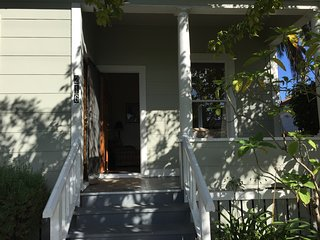 Downtown Craftsman, walk 4 blocks to State St and 7 to Beach, offstreet parking