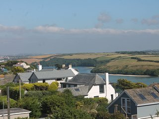 JACK HARRYS NEWQUAY SEA &RIVER VIEWS, 750 YARDS FISTRAL BEACH NR TOWN PARKING 2