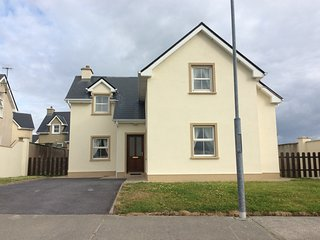 Holiday Home - 0.8 km from Belmullet Town