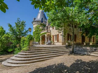 10 bedroom Chateau in Luzech, Occitania, France : ref 5049461