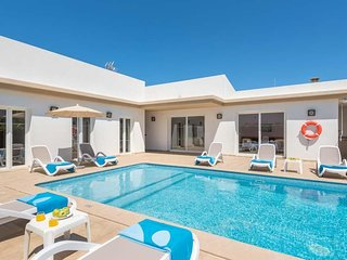 4 bedroom Villa with Air Con, WiFi and Walk to Beach & Shops - 5334740