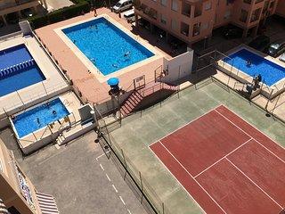 Apartamento de 3 dormitorios, ubicacion ideal, piscina, tenis, parking y wifi