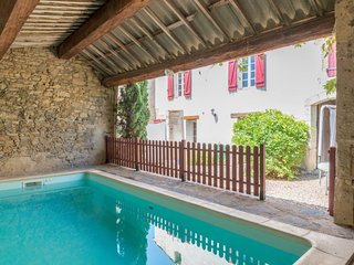 3 bedroom Villa with Pool, WiFi and Walk to Shops - 5029126