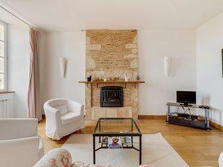 Beraut Villa Sleeps 16 with Pool - 5049466