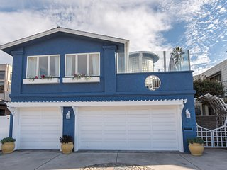 Lavish living in 4Br Home with Large Bedrooms and amazing view of the sea!