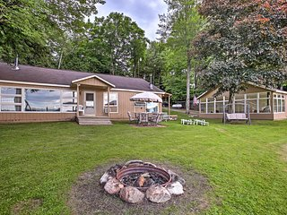 Waterfront Rose Lake Cabin w/Fire Pit, Dock, Boats