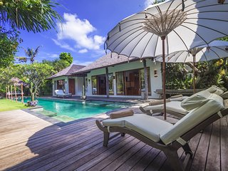 Kuta Holiday Villa 10079