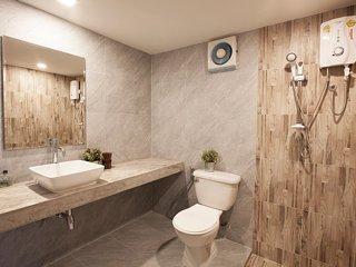 Standard Room #2 Ai Aroon Apartments