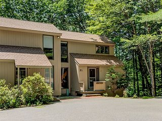 NEW LISTING: 3 BR less than a mile to Cranmore with WiFi, AC and Sauna!