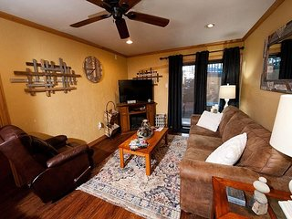 Affordable Remodeled Condo - Steps to the Lift