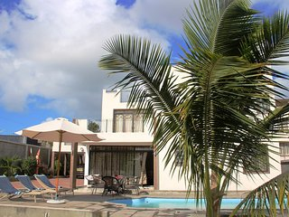 Private 4bdrm villa with swimming pool far from madding crowd