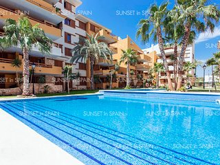 round floor apartment, direct access to pool, 2 bedrooms, 2 bathrooms, 4+2 p