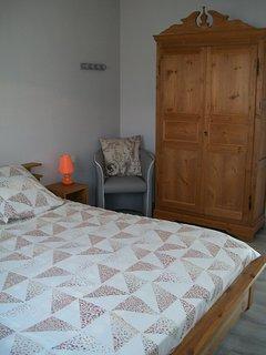 Camera da letto al piano terra con letto queen-size